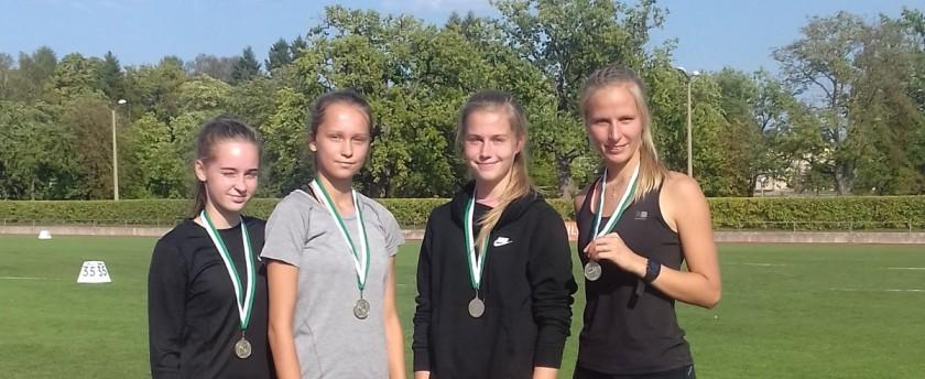 3 JÕUD - naiste 4x100m teatenaiskond kes saavutas 2.koha. Vasakult Kadi-Liis Viiar, Elisabet Hein, Kärtyn Kaljusalu, Liisbeth Kallis