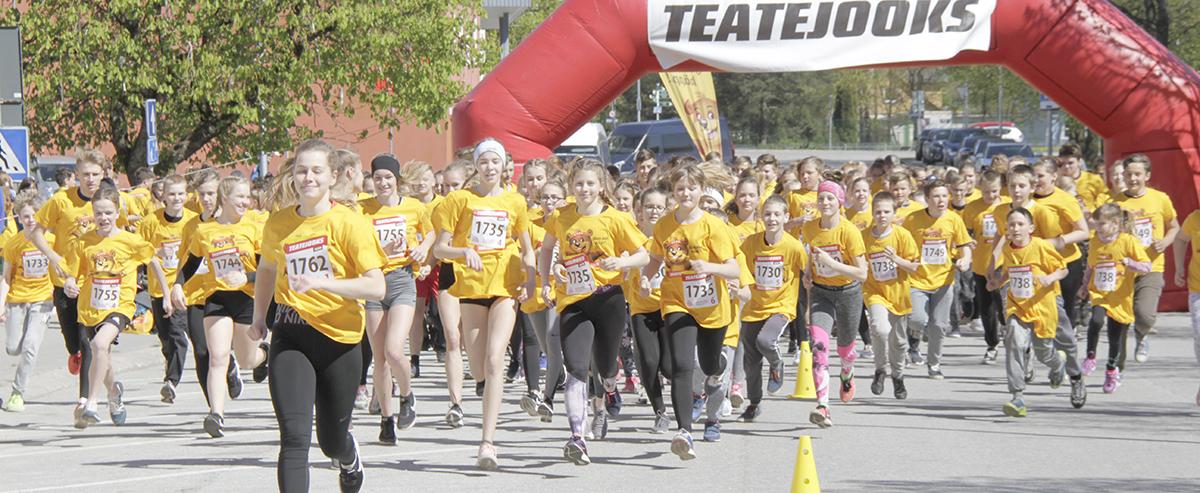 400 õpilast värvisid Jõgeva tänava kollaseks