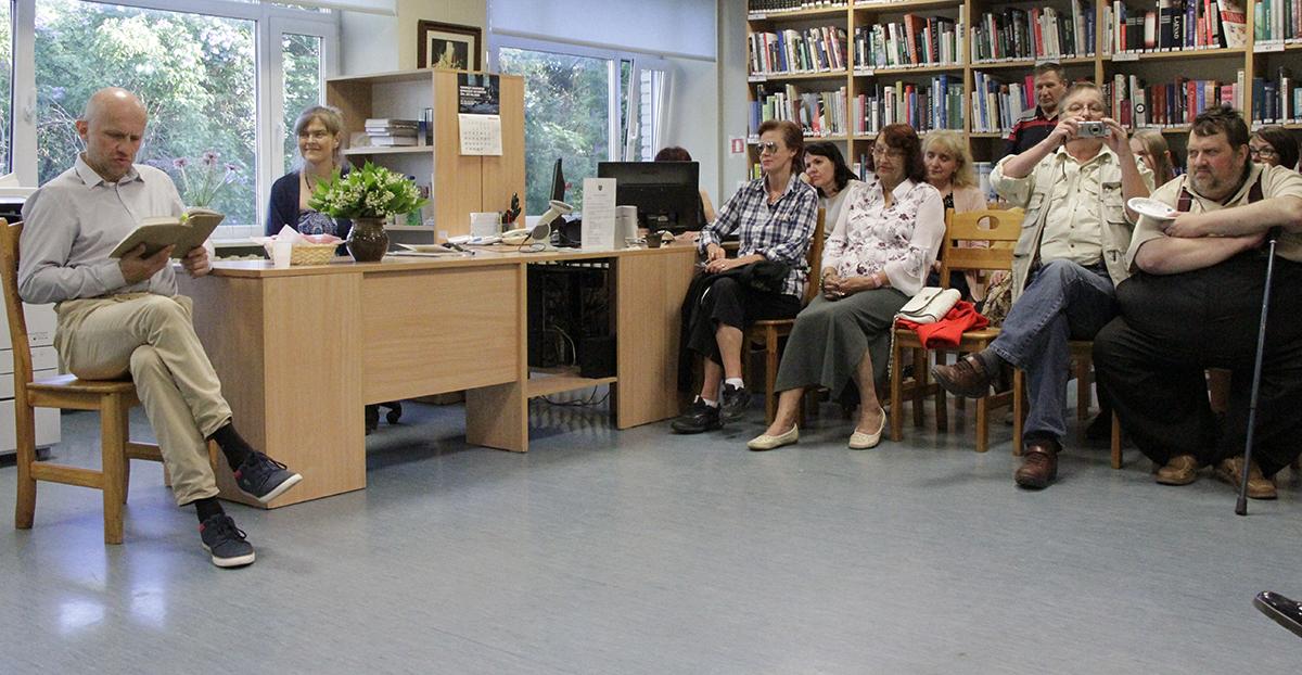 Öö tõi Jõgeva raamatukogu publikut täis