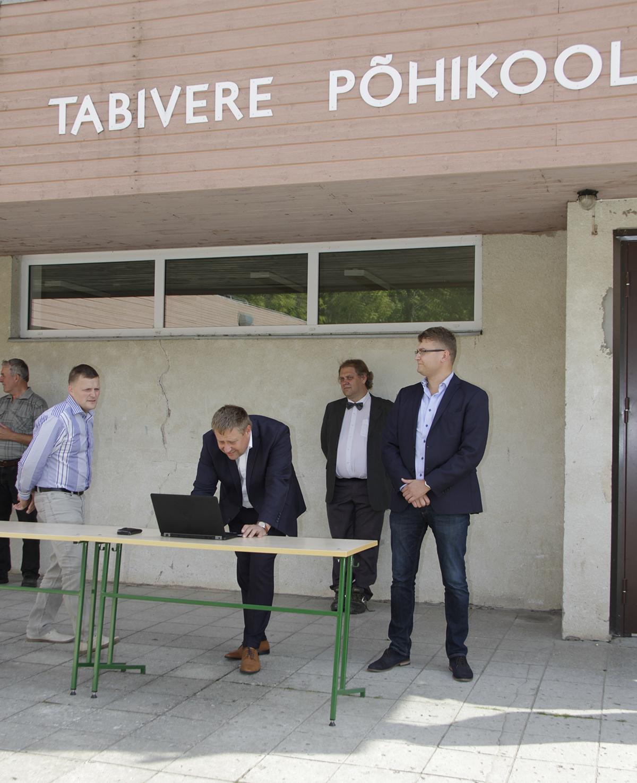 Tabiveres allkirjastati põhikooli rekonstrueerimise leping